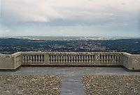 Sacro Monte, Campo dei Fiori. Terrazza con vista verso Varese --- Sacro Monte, Campo dei Fiori. Terrace with view towards Varese