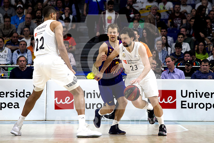 Real Madrid's Walter Tavares, Barcelona's Kevin Pangos and Real Madrid's Sergio Llull during Liga Endesa match between Real Madrid and FC Barcelona Lassa at Wizink Center in Madrid, Spain. March 24, 2019.  (ALTERPHOTOS/Alconada)