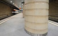 Der erste Zug rollt am Dienstag (01.10.2013) durch den Citytunnel. Die erste offizielle Testfahrt ging von der Station Hauptbahnhof (Foto) mit allen Unterwegshalten nach dem Halt Bayrischer Bahnhof für die technischen Mitarbeiter der Deutschen Bahn noch weiter auf der neu gebauten Strecke. Die offizielle Eröffnung des Tunnels für alle Reisenden wird am 15. Dezember 2013 sein. Foto: Norman Rembarz