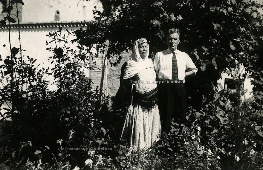 Iran 1951 In the village of Ghassemlou, the parents of Hassan Shatavi  <br /> <br /> Iran 1951 A Ghassemlou, les parents de Hassan Shatavi