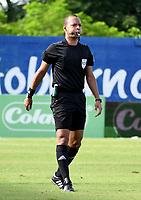 MONTERIA - COLOMBIA, 15-08-2021: Nolberto Ararat, arbitro durante partido entre Jaguares de Cordoba F. C. y Atletico Junior de la fecha 5 por la Liga BetPlay DIMAYOR I 2021, en el estadio Jaraguay de Monteria de la ciudad de Monteria. / Nolberto Ararat, referee during a match between Jaguares de Cordoba F.C. and Atletico Junior, of the 5th date for the Betplay DIMAYOR I 2021 League at Jaraguay de Monteria Stadium in Monteria city. / Photo: VizzorImage / Andres Lopez / Cont.