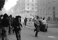 - crashs between young people of the radical groups of left and police during an occupation attempt of vacant houses in the University District (Milan, 1977)<br /> <br /> - scontri fra giovani dei gruppi di estrema sinistra e polizia durante un tentativo di occupazione case sfitte a Città Studi (Milano, 1977)
