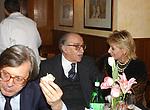 """VITTORIO SGARBI CON LINO JANNUZZI E SANDRA CARRARO<br /> 75° COMPLEANNO DI LINO JANNUZZI - """"DA FORTUNATO AL PANTHEON"""" ROMA 2003"""