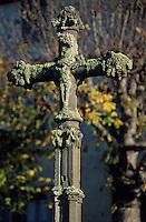 Europe/France/Auvergne/63/Puy-de-Dôme/Saint Nectaire: Détail de la croix en pierre XVème siècle