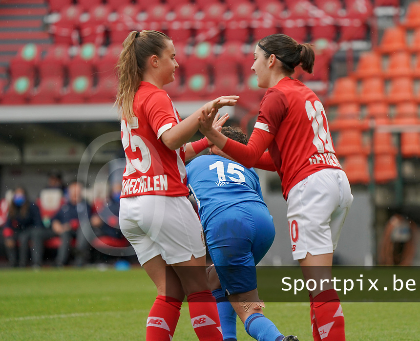Standard's Davinia Vanmechelen (25) celebrates Standard's Noemie Gelders (10) for her goal during a female soccer game between Standard Femina de Liege and KRC Genk Ladies  on the third matchday of the 2020 - 2021 season of Belgian Womens Super League , Saturday 3 rd of October 2020  in Liege , Belgium . PHOTO SPORTPIX.BE | SPP | SEVIL OKTEM