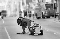 1992 File -<br /> <br /> Bomb Scare Yonge street<br /> <br /> Photo : Boris Spremo - Toronto Star archives - AQP