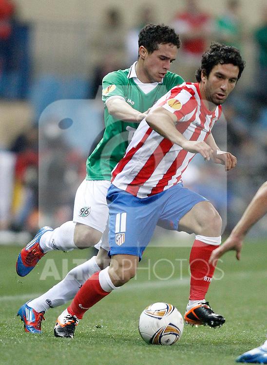 Atletico de Madrid's Arda Turan against Hannover 96's Manuel Schmiedebach during UEFA Europa League Match. March 29, 2012. (ALTERPHOTOS/Alvaro Hernandez)