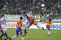 sc Heerenveen - RBC 28 maart '04<br />Gerald Sibon kopt 1-0 binnen voor sc Heerenveen. <br />©fotografie Martin de Jong