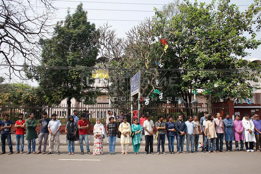 Bangladeshi activists gathered at Shahabag area for protest Avijit's death, Dhaka, Bangladesh. Feb. 27, 2015.