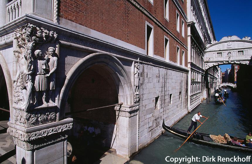 Seufzerbrücke, betrunkener Noah an Dogenpalast, Venedig,  Venetien, Italien, Unesco-Weltkulturerbe
