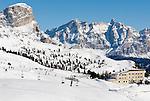 Italy, Alto Adige - Trentino, South Tyrol, above Selva di Val Gardena: ski run at Passo Gardena (2.585 m ) with Hotel Cir | Italien, Suedtirol, Groednertal, oberhalb Wolkenstein, Skipiste am Groednerjoch (2.585 m) mit Hotel Cir