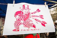 RASSEMBLEMENT NUIT DEBOUT PLACE DE LA REPUBLIQUE - 9EME JOUR CONSECUTIF. LE MOUVEMENT NUIT DEBOUT OCCUPE LA PLACE DE LA REPUBLIQUE A PARIS DEPUIS LE 31 MARS DANS LA CONTINUITE D'UNE MANIFESTATION CONTRE LE PROJET DE REFORME DU CODE DU TRAVAIL 'LOI MYRIAM EL KHOMRI'. DES DEBATS SUR L'AFFAIRE PANAMALEAKS APPARAISSENT EGALEMENT.