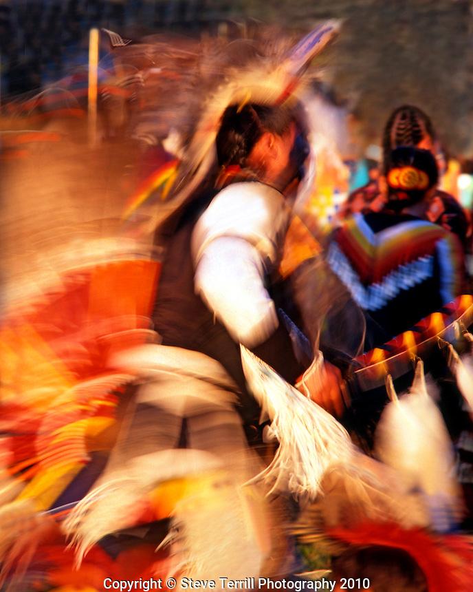 USA, Oregon, Native American dancing in ceremonial dress