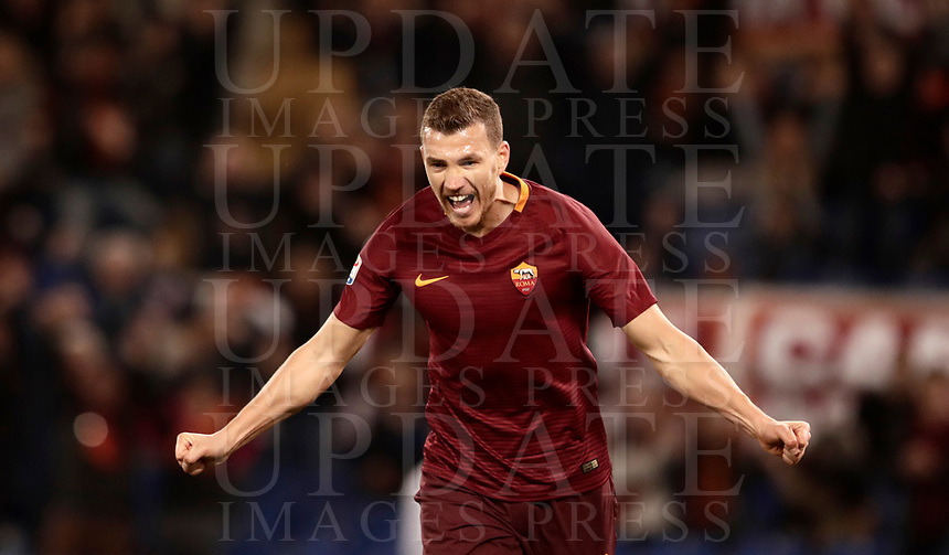 Calcio, Serie A: Roma, stadio Olimpico, 19 marzo, 2017<br /> Roma's Edin Dzeko celebrates after scoring during the Italian Serie A football match between Roma and Sassuolo at Rome's Olympic stadium, March 19, 2017<br /> UPDATE IMAGES PRESS/Isabella Bonotto