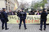 L ' ASSOCIATION DU DAL , DROIT AU LOGEMENT , A APPELER A MANIFESTER DEVANT LA PREFECTURE DE POLICE POUR PROTESTER CONTRE LE FIN DE LA TREVE HIVERNALE DES EXPULSIONS . LOCAL CAPTION THE ASSOCIATION OF THE DAL, RIGHT TO HOUSING, TO CALL TO MANIFESTATE BEFORE THE POLICE PREFECTURE TO PROTEST AGAINST THE END OF THE WINTER TREATMENT OF EXPULSIONS.