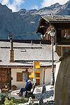 Switzerland, Canton Valais, Albinen: village at entrance to Dala Valley famous for its Valais mountain farmer houses and barns, village centre | Schweiz, Kanton Wallis, Albinen: Dorf am Eingang zum Dalatal mit vielen Walliser Bergbauernhaeusern und Bergbauernscheunen, im Ortszentrum