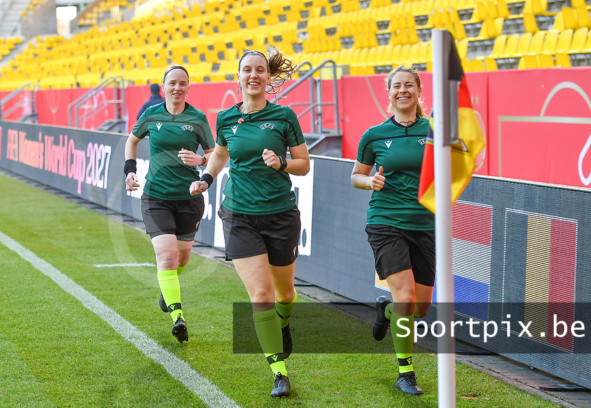 Dutch referees pictured with Lizzy Van Der Helm , Diana Snoeren and Bianca Bussem-Scheffers ahead of a friendly female soccer game between the national teams of Germany and  Belgium , called the Red Flames  in a pre - bid tournament called Three Nations One Goal with the national teams from Belgium , The Netherlands and Germany towards a bid for the hosting of the 2027 FIFA Women's World Cup , on Sunday 21 st of February 2021  in Aachen , Germany . PHOTO SPORTPIX.BE | SPP | STIJN AUDOOREN