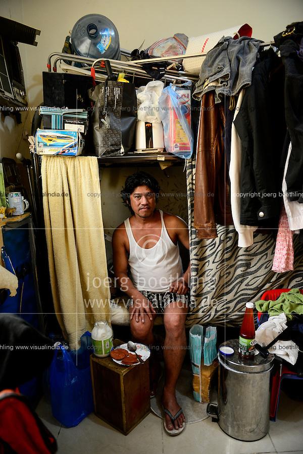 QATAR, Doha, housing complex for migrant worker outside the city, six filipino worker share a 10 square meter room / KATAR, Doha, Sammelunterkunft fuer Gastarbeiter, sechs philippinische Gastarbeiter muessen sich einen zehn Quadratmeter grossen Raum teilen, Arbeiter Noel