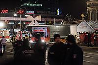 LKW rast in Berliner Weihnachtsmarkt.<br /> Am Abend des 19. Dezember 2016 fuhren Unbekannte mit einem LKW mit polnischen Kennzeichen in den Berliner Weihnachtsmarkt am Kurfuerstendamm und toeteten 12 Menschen, 48 wurden zum Teil schwer verletzt. Der Beifahrer wurde tot im Fuehrerhaus gefunden, der Fahrer fluechtete, wurde angeblich aber festgenommen. Ein Anschlag wird nicht ausgeschlossen, ermittelt wird jedoch in alle Richtungen.<br /> Im Bild: Polizei vor dem Tatfahrzeug.<br /> 19.12.2016, Berlin<br /> Copyright: Christian-Ditsch.de<br /> [Inhaltsveraendernde Manipulation des Fotos nur nach ausdruecklicher Genehmigung des Fotografen. Vereinbarungen ueber Abtretung von Persoenlichkeitsrechten/Model Release der abgebildeten Person/Personen liegen nicht vor. NO MODEL RELEASE! Nur fuer Redaktionelle Zwecke. Don't publish without copyright Christian-Ditsch.de, Veroeffentlichung nur mit Fotografennennung, sowie gegen Honorar, MwSt. und Beleg. Konto: I N G - D i B a, IBAN DE58500105175400192269, BIC INGDDEFFXXX, Kontakt: post@christian-ditsch.de<br /> Bei der Bearbeitung der Dateiinformationen darf die Urheberkennzeichnung in den EXIF- und  IPTC-Daten nicht entfernt werden, diese sind in digitalen Medien nach §95c UrhG rechtlich geschuetzt. Der Urhebervermerk wird gemaess §13 UrhG verlangt.]