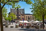 Germany, Bavaria, Lower Franconia, Schweinfurt: café and city hall on market square | Deutschland, Bayern, Unterfranken, Schweinfurt: Café am Marktplatz mit Rathaus