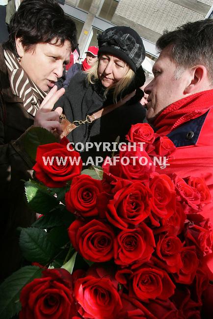 Arnhem, 050306<br />Wouter Bos bezoekt voor de gemeenteraadsverkiezingen Arnhem.<br />Foto: Sjef Prins - APA Foto
