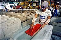 Indústria de caixa de água de amianto, Recife. Pernambuco. 1984. Foto de Juca Martins.