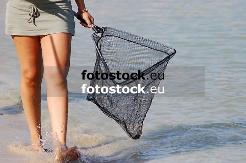 Young woman looking for jellyfishes at the beach of El Toro, Calvia<br /> <br /> Jóven mujer buscando medusas en la playa de El Toro, Calvià<br /> <br /> Junge Frau sucht nach Quallen am Strand von El Toro, Calvia<br /> <br /> 3008 x 2000 px<br /> 150 dpi: 50,94 x 33,87 cm<br /> 300 dpi: 25,47 x 16,93 cm