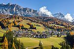 Italy, South Tyrol (Trentino-Alto Adige), Badia and Gruppo di Fanis mountains | Italien, Suedtirol (Trentino-Alto Adige), Abtei (Badia) vor Fanesgruppe