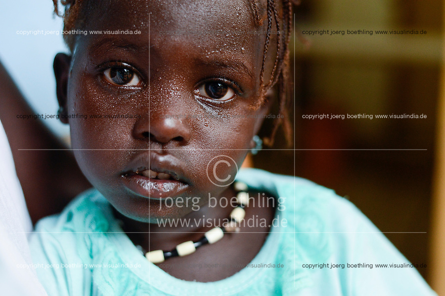 ETHIOPIA Gambela, village Abobo, hospital of catholic church, Anuak girl with Malaria fever during ckeck-up / AETHIOPIEN Gambela, Dorf Abobo, Krankenstation der katholischen Kirche, Anuak Volksgruppe, Maedchen hat Malaria Fieber
