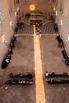 STRUCTURE SOUFFLE<br /> Composition chorégraphique, Myriam Gourfink. Composition musicale et interprétation live, Kasper T. Toeplitz. <br /> Avec Alexandra Damasse, Céline Debyser, Karima El Amrani, Carole Garriga, Deborah Lary, Azusa Takeuchi, Véronique Weil, Annabelle Rosenow.<br /> Cadre : Festival d'automne à Paris<br /> Lieu : Sainte Chapelle du Château de Vincennes<br /> Ville : Viencennes<br /> Date : 13/09/2021