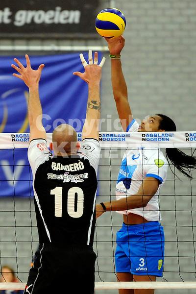 GRONINGEN - Volleybal , Alfa College, Challenge Cup ,  Abiant Lycurgus - Lugano, seizoen 2012-2013,  22-11-2012 Felicissimo tikt de bal over het blok met Bandero