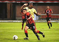 CUCUTA - COLOMBIA, 26-01-2019: Matias Perez Garcia (Izq) de Cúcuta disputa el balón con Alexis Hinestroza (Der) de Rionegro durante partido por la fecha 1 entre Cúcuta Deportivo y Rionegro Águilas como parte de la Liga Águila I 2019 jugado en el estadio General Santander de la ciudad de Cúcuta. / Matias Perez Garcia (L) of Cucuta vies for the ball with Alexis Hinestroza (R) of Rionegro during match for the date 1 between Cucuta Deportivo y Rionegro Aguilas as a part of Aguila League I 2019 played at General Santander stadium in Cucuta city. Photo: VizzorImage / Manuel Hernandez / Cont
