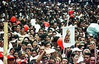 Círio de Nossa Senhora de Nazaré. A procissão com cerca de  um milhão e meio de pessoas é considerada uma das maiores procissões religiosas do planeta.<br />Belém, Pará, Brasil-  14/10/2001<br />©Foto: Paulo Santos/Interfoto