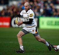 Photo: Richard Lane/Richard Lane Photography. Bath Rugby v Wasps. Aviva Premiership. 10/01/2015. Wasps' Joe Simpson attacks.