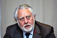 Roma 4/3/2004 Associazione Civita <br /> Presentazione del Report Ambientale e Sociale 2002 di Autostrade per l'Italia.<br /> Il presidente dell'Anas Vincenzo Pozzi.<br /> Foto Andrea Staccioli Insidefoto