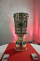 DFB-Pokal im Foyer des Sparda Bank Hessen Stadion vor der Geschäftsstelle des OFC