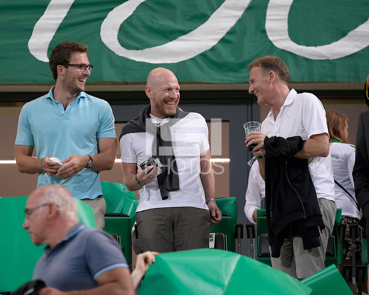 20.08.2018, Football DFB Pokal 2018/2019, 1. round, SpVgg Greuther Fuerth - Borussia Dortmund, Sportpark Ronhof in Fuerth. middle: Matthias Sammer (BVB), re: Geschaeftsfuehrer Hans-Joachim Watzke (Dortmund).<br /><br /><br />***DFB rules prohibit use in MMS Services via handheld devices until two hours after a match and any usage on internet or online media simulating video foodaye during the match.*** *** Local Caption *** © pixathlon<br /> <br /> Contact: +49-40-22 63 02 60 , info@pixathlon.de
