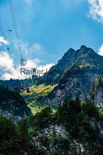 Deutschland, Bayern, Chiemgau, oberhalb Bergen: die Hochfelln Seilbahn zwischen Mittelstation und Bergstation | Germany, Bavaria, Chiemgau, above Bergen: Hochfelln cable car between middle and top station