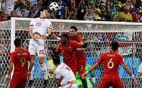 SARANSK - RUSIA, 25-06-2018: Sardar AZMOUN (Izq) jugador de RI de Irán disputa el balón con Manuel FERNANDES y PEPE (Der) jugador de Portugal durante partido de la primera fase, Grupo B, por la Copa Mundial de la FIFA Rusia 2018 jugado en el estadio Mordovia Arena en Saransk, Rusia. / Sardar AZMOUN (L) player of IR Iran fights the ball with Manuel FERNANDES (C) and PEPE (R) player of Portugal during match of the first phase, Group B, for the FIFA World Cup Russia 2018 played at Mordovia Arena stadium in Saransk, Russia. Photo: VizzorImage / Julian Medina / Cont