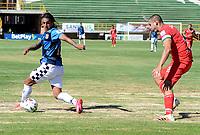 TUNJA - COLOMBIA, 30-01-2021: Mateo Rodas de Patriotas Boyaca F. C. y Johan Arenas de Boyaca Chico F. C. disputan el balon, durante partido de la fecha 3 entre Patriotas Boyaca F. C. y Boyaca Chico F. C. por la Liga BetPlay DIMAYOR I 2021, jugado en el estadio La Independencia de la ciudad de Tunja. / Mateo Rodas of Patriotas Boyaca F. C. and Johan Arenas of Boyaca Chico F. C. fight for the ball, during a match of the 3rd date between Patriotas Boyaca F. C. and Boyaca Chico F. C. for the BetPlay DIMAYOR I 2021 League played at the La Independencia stadium in Tunja city. / Photo: VizzorImage / Macgiver Baron / Cont.