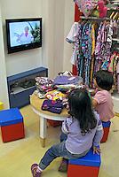 Loja de artigos infantis, shopping Bourbon. São Paulo. 2008. Foto de Juca Martins.