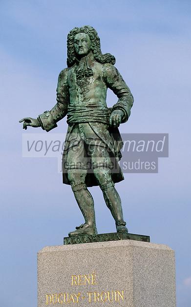 Europe/France/Bretagne/Ille et Vilaine/Saint-Malo: détail statue du corsaire Dugay-Trouin sur le Bastion Saint Louis