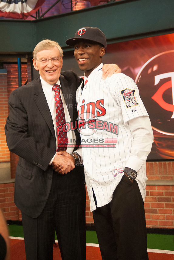 Infielder Nick Gordon (Olympia H.S. (FL)) the number 5 overall pick to the Minnesota Twins with Commissioner Bud Selig during the MLB Draft on Thursday June 05,2014 at Studio 42 in Secaucus, NJ.   (Tomasso DeRosa/ Four Seam Images)
