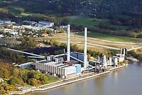 Heizkraftwerk Wedel: DEUTSCHLAND, SCHLESWIG HOLSTEIN, (GERMANY), 19.10.2018: <br /> Heizkraftwerk Wedel, Das Heizkraftwerk Wedel ist ein Heizkraftwerk (HKW) in Wedel, Schleswig-Holstein, das direkt an der Unterelbe und der Landesgrenze zu Hamburg liegt. Das mit Steinkohle befeuerte Kohlekraftwerk verfügt über zwei Blöcke sowie zwei Gasturbinen für die Spitzenlastversorgung. Charakteristisch für die Anlage sind die beiden jeweils 151 Meter hohen Schornsteine. Der elbseitige Schornstein ist, ebenso wie zwei der ehemals vier Blöcke, stillgelegt. Das HKW gehört zum schwedischen Energiekonzern Vattenfall und wird von der zum deutschen Teilkonzern gehörenden Tochtergesellschaft Vattenfall Europe Wärme betrieben.