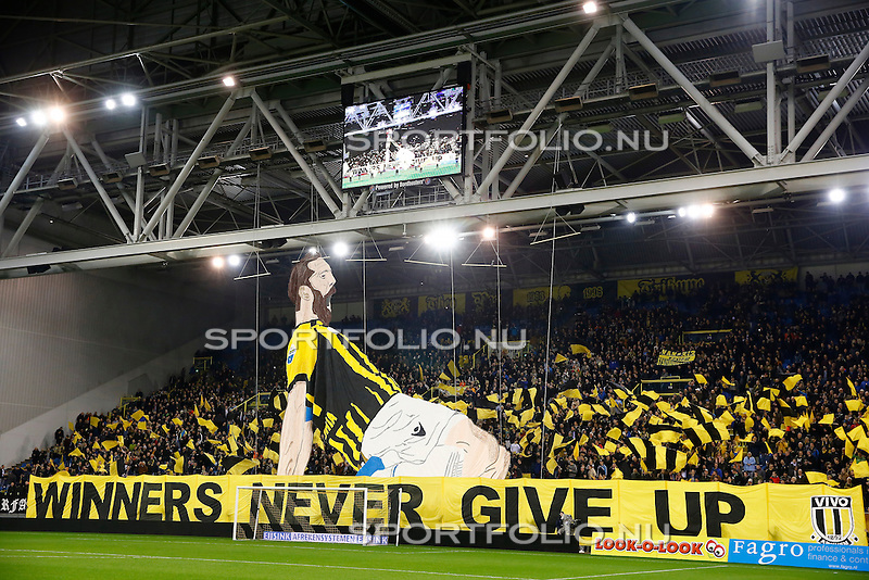 Nederland, Arnhem, 13 februari 2016<br /> Eredivisie<br /> Seizoen 2015-2016<br /> Vitesse-SC Heerenveen <br /> De sfeergroep 'Vitesse is van ons' (VIVO) toont een spandoek voor Guram Kashia, aanvoerder van Vitesse met de tekst: 'Winners never give up'.