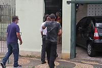 Campinas (SP), 12/02/2021 - Asilo-SP - Um asilo clandestino onde viviam 11 idosos com idades entre 62 e 92 anos foi interditado pela Vigilância Sanitária de Campinas (SP) nesta sexta-feira (12). Segundo o órgão, a responsável pelo local já tinha sido notificada, em 22 de janeiro, por manter idosos de forma irregular em outro local. O imóvel fica na Rua Professor Doutor Ernesto Souza Campos, no Jardim Bandeirantes. Segundo a Vigilância Sanitária, três dos idosos estavam trancados em um cômodo da casa.