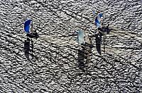 Regatta Segeln im Muehlenberger Loch: EUROPA, DEUTSCHLAND, HAMBURG,(EUROPE, GERMANY), 11.11.2012: Regatta Segeln im Muehlenberger Loch, Hamburg,  Elbe, Jolle, Segel, Wind, Welle, Schatten,