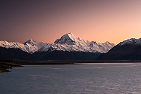 Dawn over Lake Pukaki and highest NZ mountain Aoraki Mount Cook, Aoraki Mount Cook National Park, UNESCO World Heritage Area, Mackenzie Country, New Zealand, NZ
