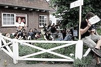 Pausieren im Wackener Vorgarten. Foto: Saskia Gaulke