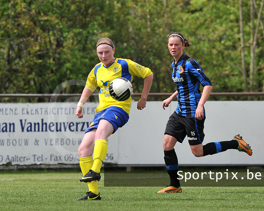 Club Brugge Dames - STVV Sint Truidense VV : Silke Leynen aan de bal voor Charlotte Laridon (r).foto DAVID CATRY / Nikonpro.be